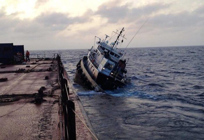 port crash - towing-vessel-spence-sinking-800x548